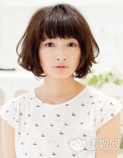 小脸短发发型