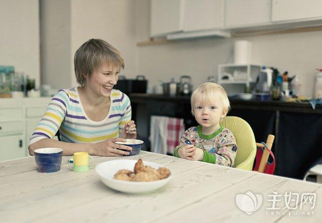 正确给宝宝喂饭方法
