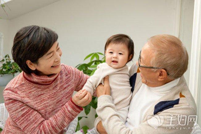 [有这四个特征是]有这四个特征的老人不适合带孩子 家长要重视