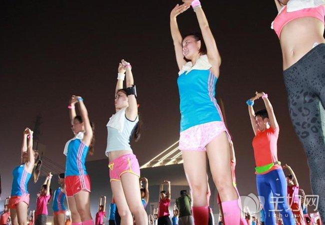 【夜跑注意事项】夜跑减肥运动需要注意三大事项