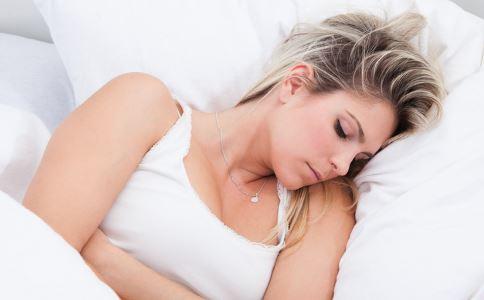 [白带多外阴痒怎么回事]外阴湿痒是怎么回事 导致外阴瘙痒的原因有哪些