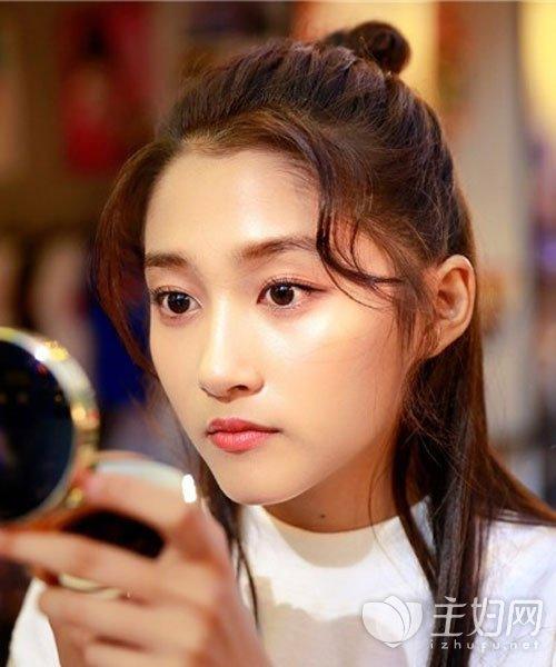 【赵丽颖丸子头丸子】图片明星头发型谁最美_前面头发短怎么夹图片