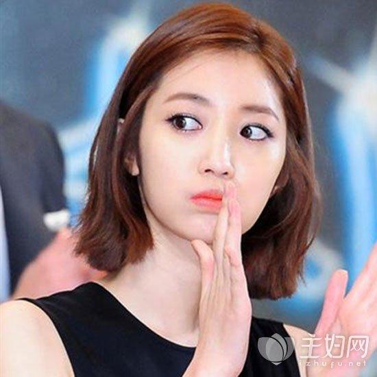 韩国发型短发很是受女生们的喜爱,记得在《太阳的后裔》中,金智媛短发