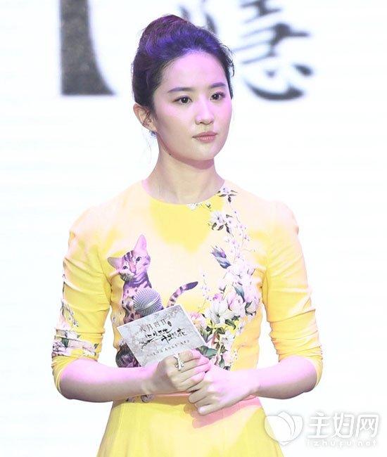 刘亦菲丸子头发型