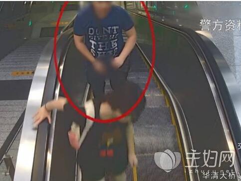地铁男子尾随猥亵年轻女性裸露器官