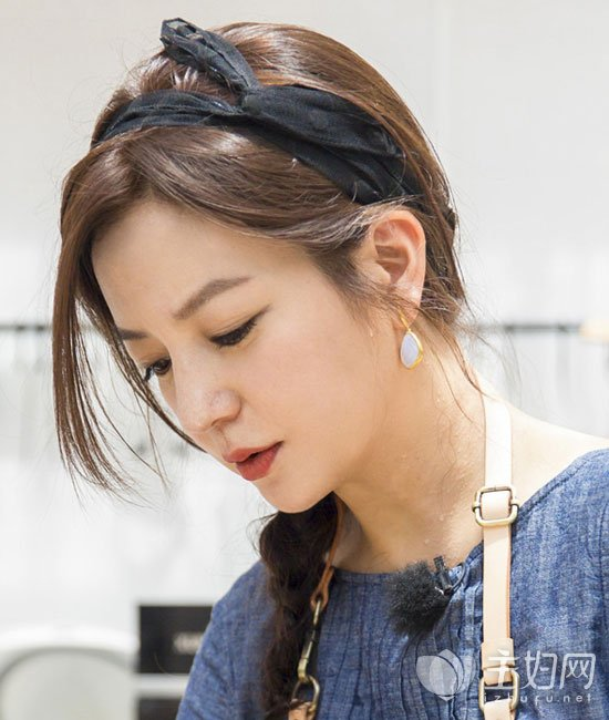 《中餐厅》赵薇发带扎发发型