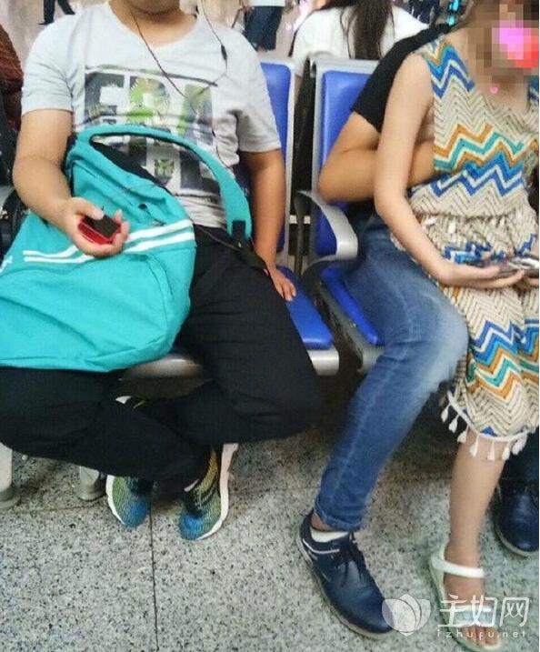 南京猥亵女童养父身份曝光