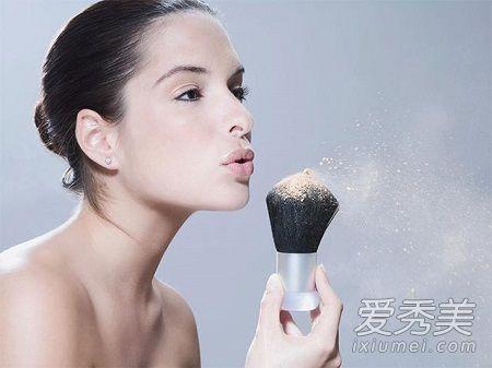 定妆粉和散粉哪个好用