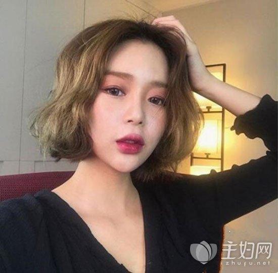 【女生短发发型图片】女生中分短发修颜瘦脸_主妇美发