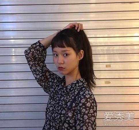 二次元刘海长发图片 韩国女生都剪疯了