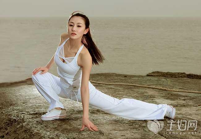 简单的六个瑜伽方法帮助减肥