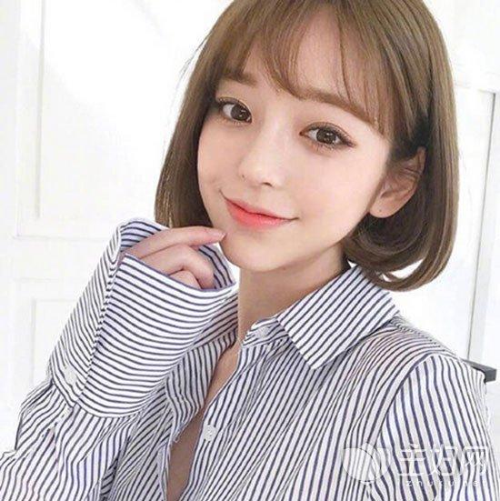 短发烫发发型图片  其实短发烫个蛋卷头发型也是很不错的选择,在韩国