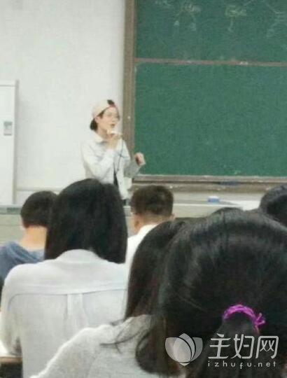 武汉一高校女教师酷似鹿晗