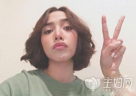 女生偏分短发发型