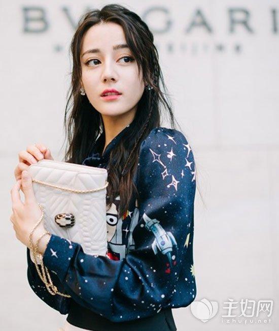 《时尚芭莎》迪丽热巴发型可爱又性感 演绎百变时尚迪