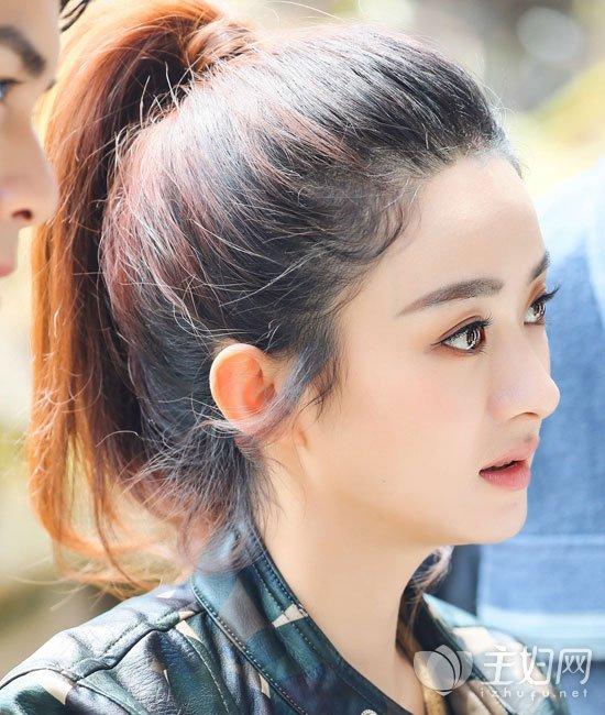 额前了搭配上招牌龙须刘海修颜瘦脸,这样一款麻花马尾辫的扎发发型图片