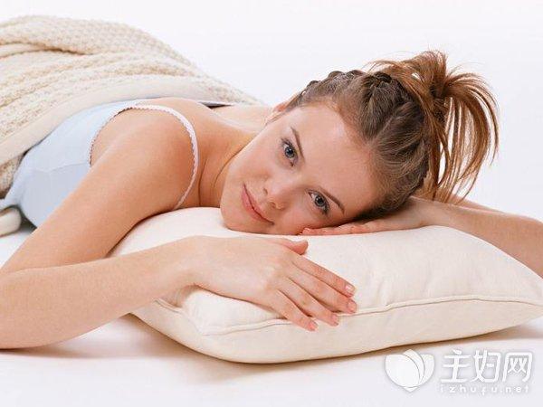 趴着睡觉为什么会打嗝|趴着睡觉为什么会打嗝 白领健康午休的小窍门