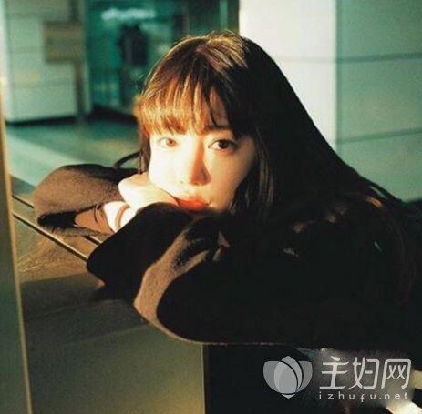女生烫刘海发型图片