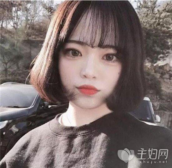 短发齐刘海发型图片 齐刘海可爱减龄很显嫩  齐刘海能轻松打造出女生图片