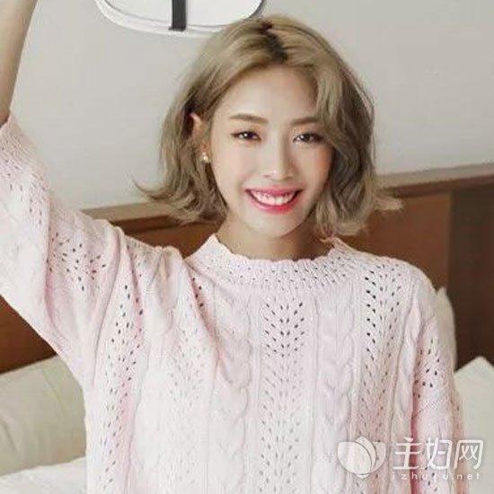 品牌服装 时尚频道 美发 > 正文     韩范十足的一款短发烫发发型同图片