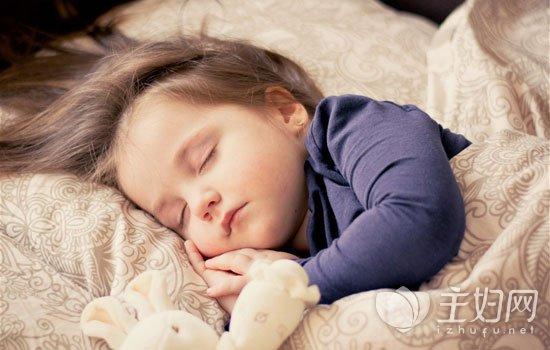 婴儿睡觉发出呃呃怪声