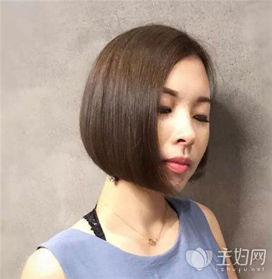 不对称短发个性十足 时尚女生短发必留款图片