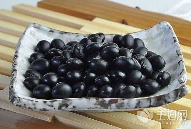 醋泡黑豆能治白发吗