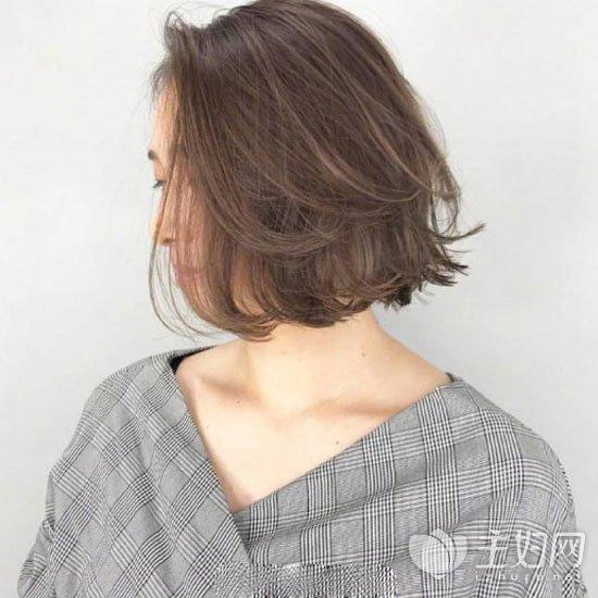 外翻短发发型