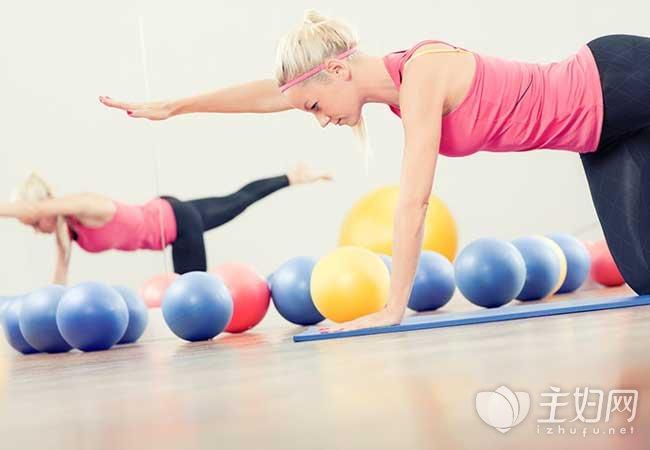 哪种器材减肥快 瑜伽球减肥的八个动作