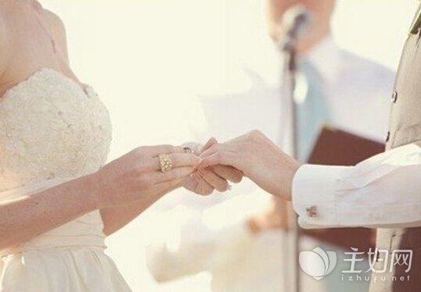 和前男友约会被未婚夫抓现场 可是男朋友不介意还是要娶我