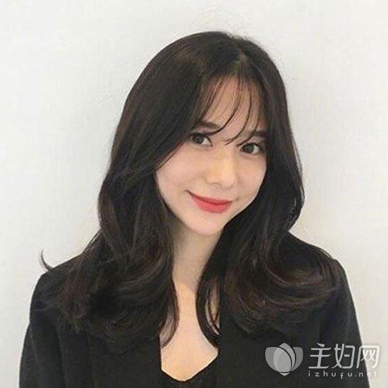 空气刘海卷发发型