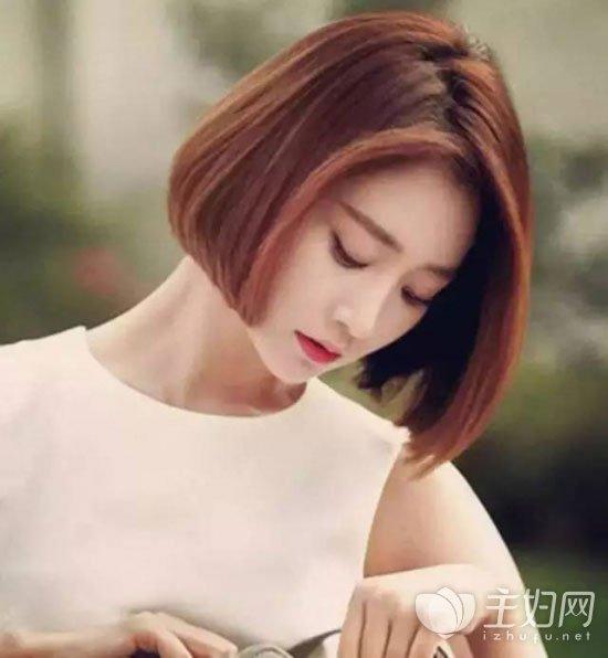 发型尤其受欢迎了,毕竟剪短发的女生越来越多,而适合短发扎头发的方法图片