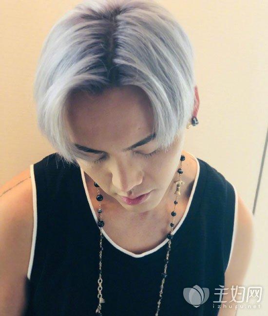 陈伟霆奶奶灰色头发