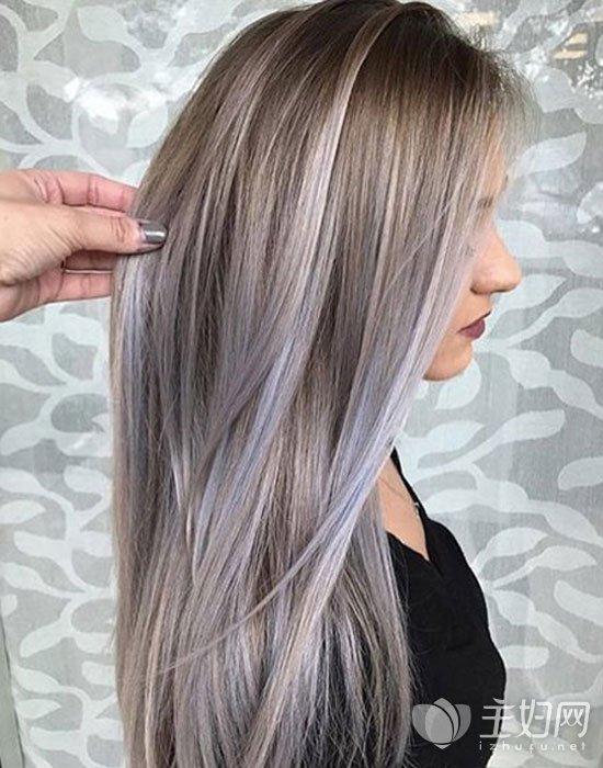 奶奶灰色头发什么肤色适合