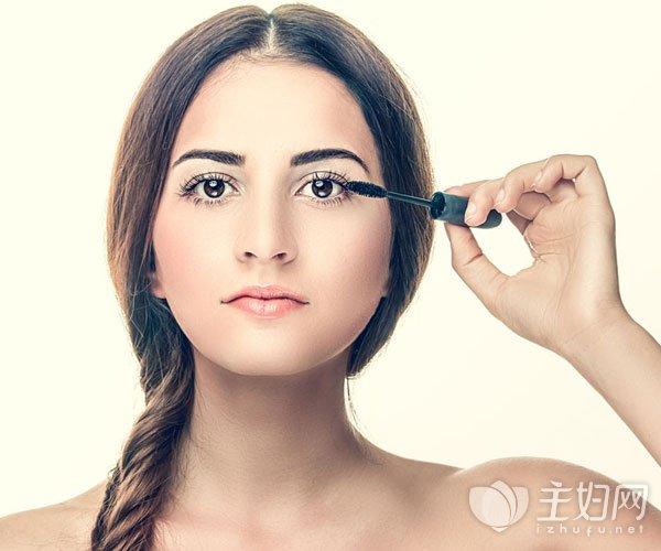 睫毛变浓密的方法