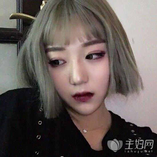 奶奶灰发色短发发型