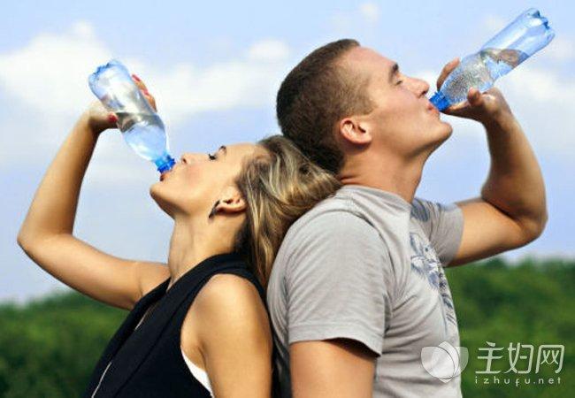 多喝水是最好的养生方法