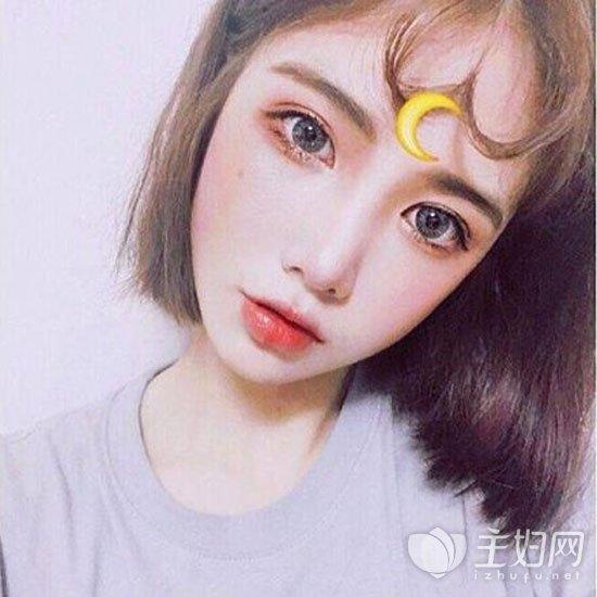 卷刘海短发发型