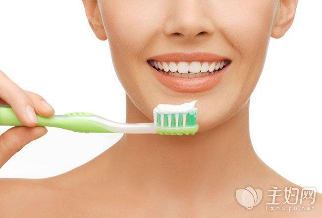 用小苏打刷牙牙齿会变白吗