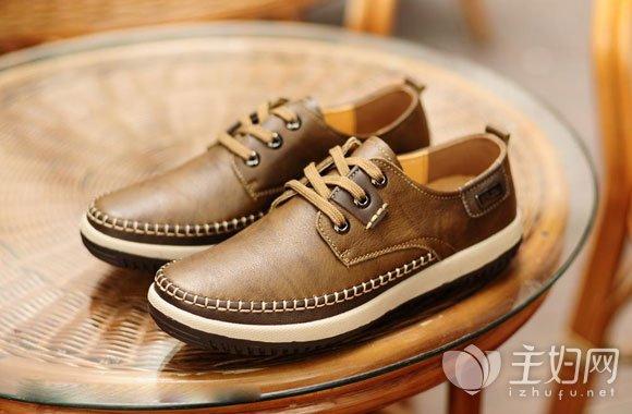 皮鞋上的折痕怎么处理