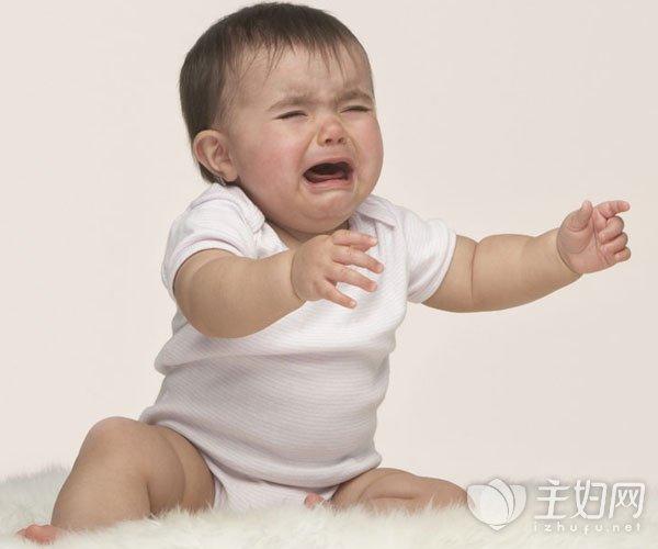 宝宝一吃奶就哭是什么原因