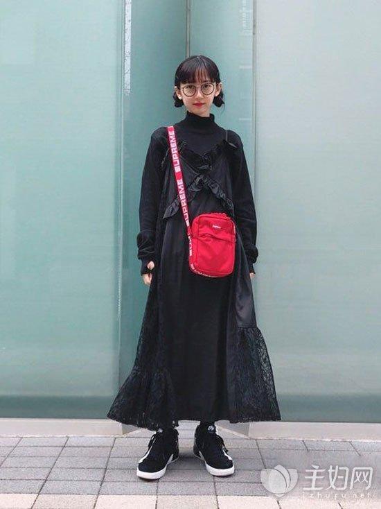 黑色吊带裙搭配技巧