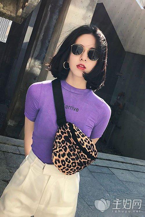 紫色T恤搭配什么裤子好看