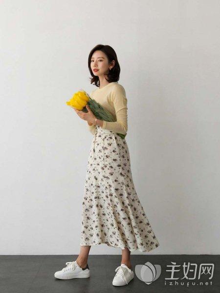 碎花的裙搭配