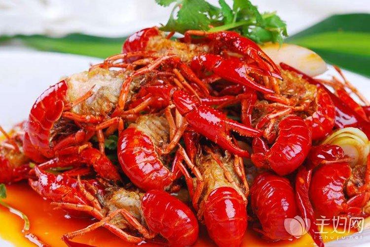 小龙虾不能和什么一起吃
