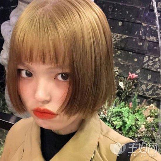 齐刘海短发发型图片