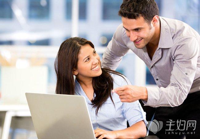 办公室恋情如何处理 办公室恋情容易出现的问题