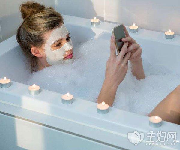 洗澡后皮肤干燥怎么补水保湿