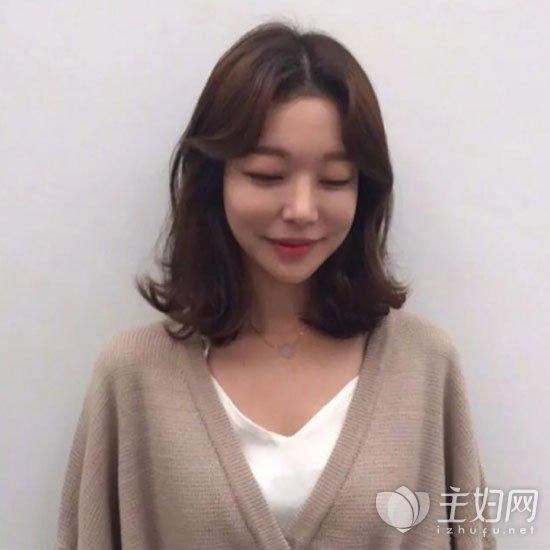 减龄显脸瘦的刘海发型 脸大的女生最适合不过图片