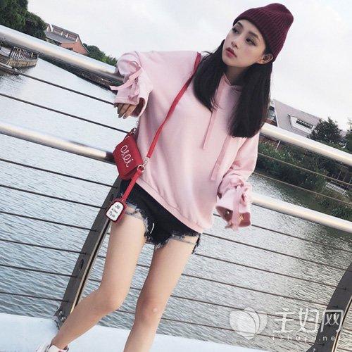 粉色卫衣怎么配,粉色卫衣配什么裤子,粉色卫衣外套搭配图片